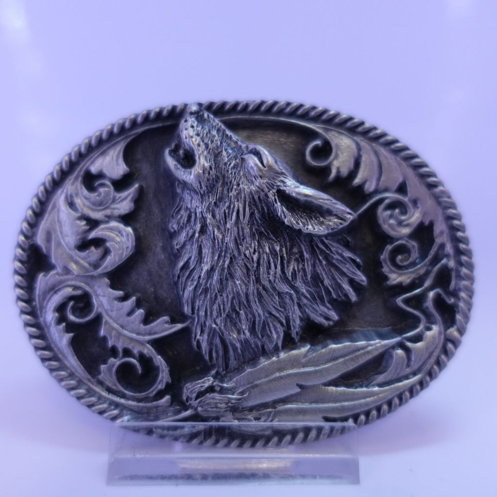 Howling wolf buckle